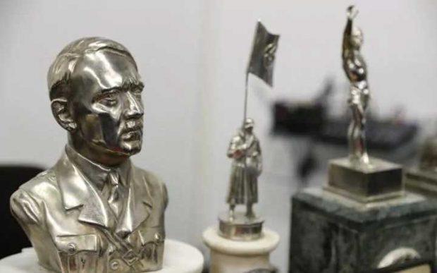 Разследващите мислят, че предметите, сред които и бюст на Хитлер, са внесени в страната от множеството високопоставени нацисти, избягали в Аржентина след края на Втората световна война