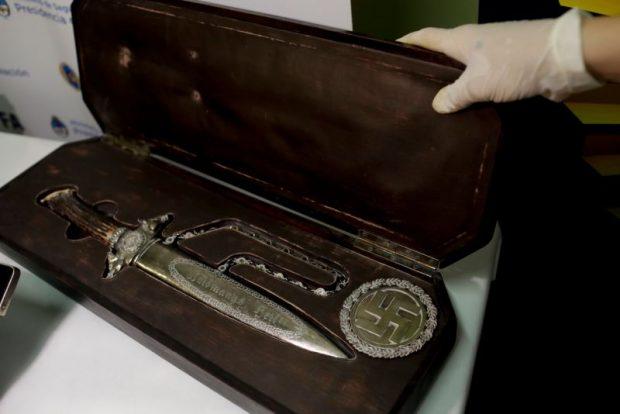 Нож с нацистки знаци