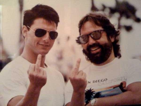 Том Круз се забавлява с неприлични жестове по време на снимките на Топ гън