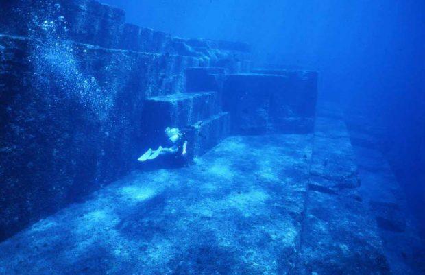 Подводният град Йонагуни в Япония