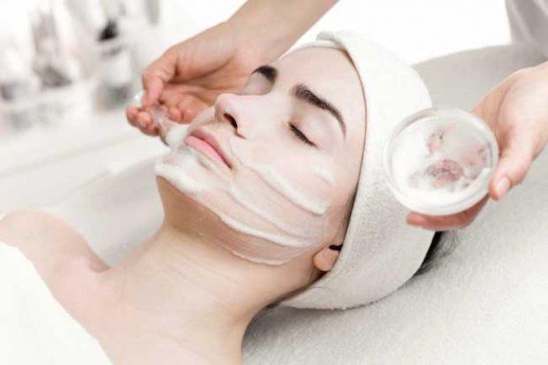 Дай на лицето си цялостно почистване веднъж седмично със специална програма за красота, съставена от серуми, емулсии и есенции