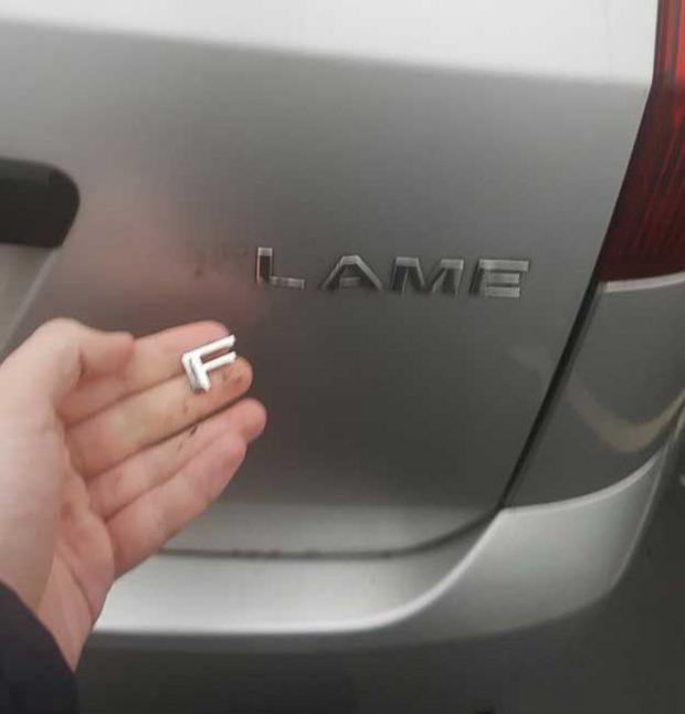 """Буквата """"F"""" от моя Ford Fiesta Flame падна. Сега карам Ford Fiesta Lame"""