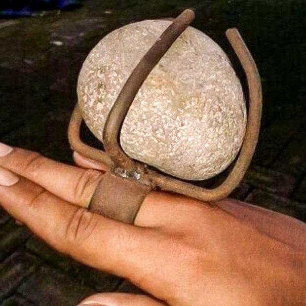 """""""Тя искаше пръстен с голям камък... Получи пръстен с голям камък"""""""