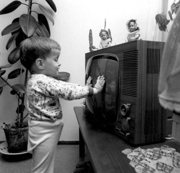 Всеки, който е имал телевизор, е можел да сменя програмите, само като стане и отиде до него