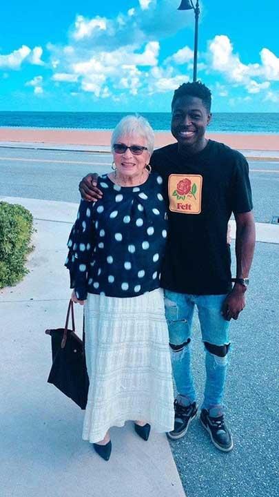 22-годишен мъж от Харлем се запознава с 81-годишна дама, докато играят онлайн игри. Бързо се сприятеляват и миналата седмица, той пропътува разстоянието до Флорида, за да се запознаят на живо