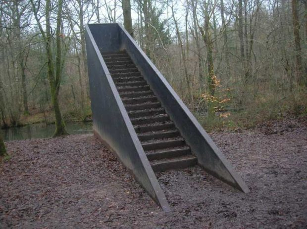 Добро стълбище. А накъде води?...