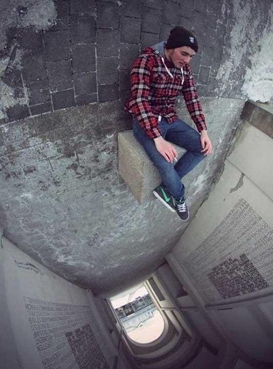 Когато искаш екстремна снимка, но те е страх от високо