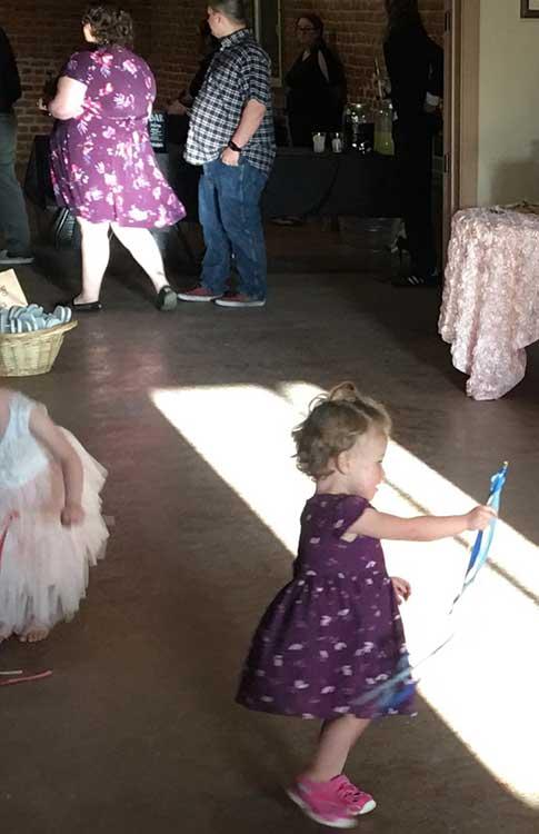 """""""На сватбата на приятел, една жена беше с точно същата рокля като на дъщеричката ми"""""""