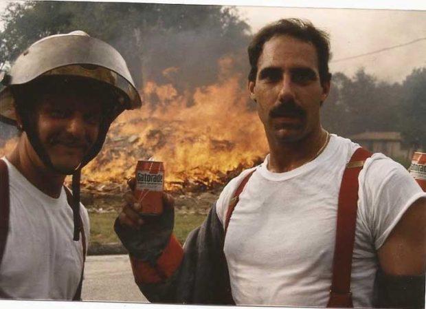 """""""Това е снимка на баща ми от 80-те. Той е моят герой. Дядо ми също беше пожарникар. Истинските герои за мен са пожарникари, полицаи и военни!"""""""