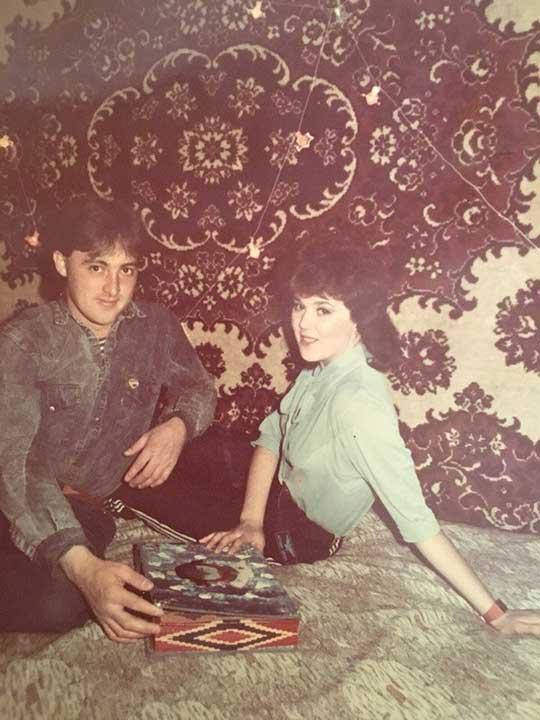 """""""Майка ми не е харесала баща ми, когато са се срещнали за пръв път и е избягала през прозореца. Той й подарявал цветя, изпращал я до тях, поправил й колелото и 6 месеца по-късно, тя се предала"""""""