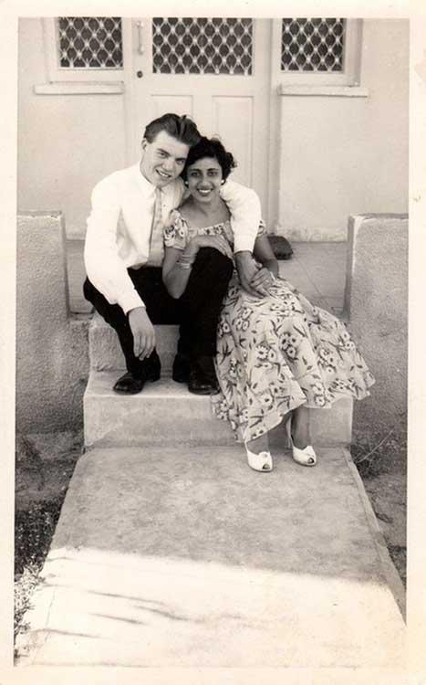 """""""Дядо ми от Англия и баба ми от Америка по време на сватбата им в Кипър, 1956 г."""""""