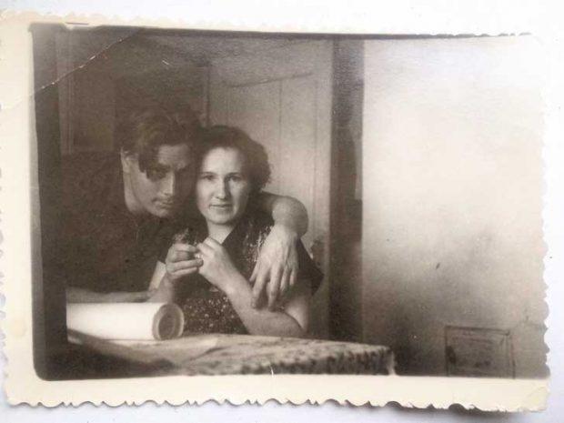 """""""Баба и дядо са толкова влюбени на тази снимка. Те живяха заедно през целия си живот и имаха две деца"""""""