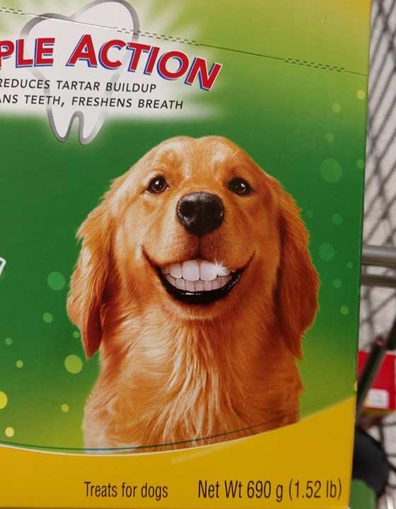 Тази усмивка изглежда леко страховито