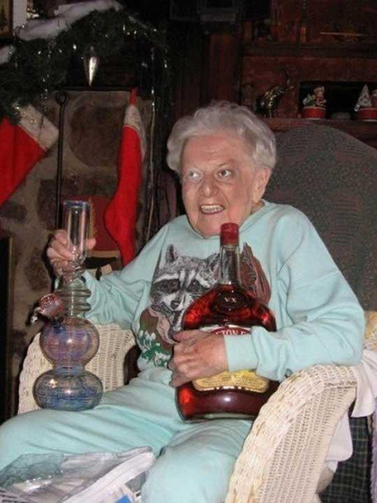 Тази възрастна дама знае как да се забавлява