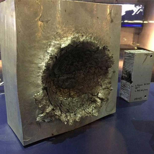 Това са щетите по солиден алуминиев блок от сблъсък с космическа отломка с размер 1,5 см със скорост над 24000 км/ч