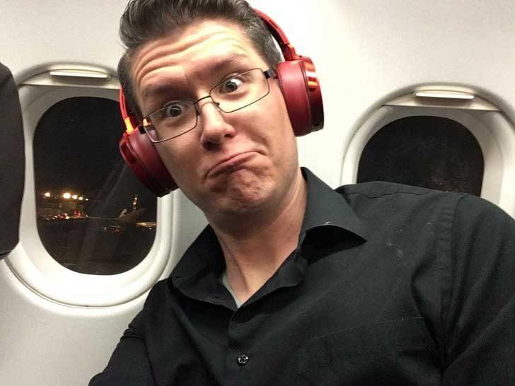"""""""Мястото ми в самолета е до цели два прозореца"""""""