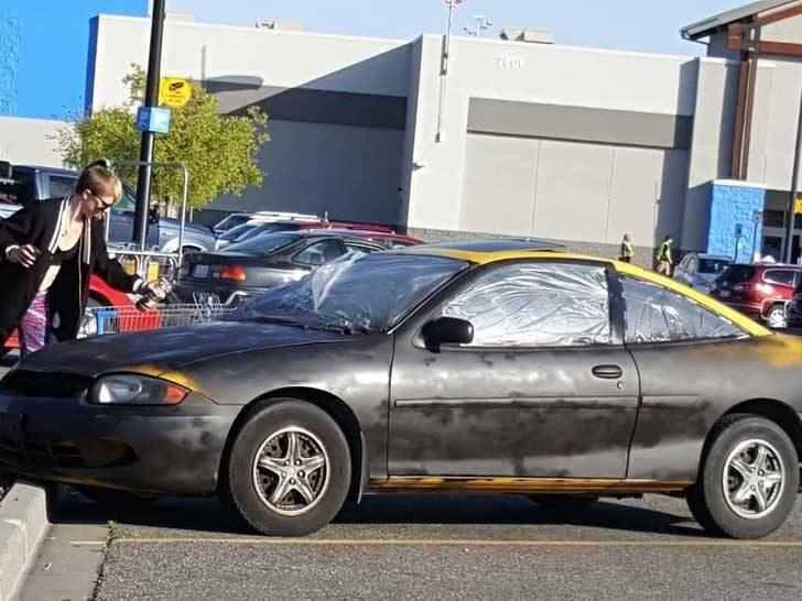 """""""Тази жена реши да боядиса колата си черна точно пред супермаркета"""""""