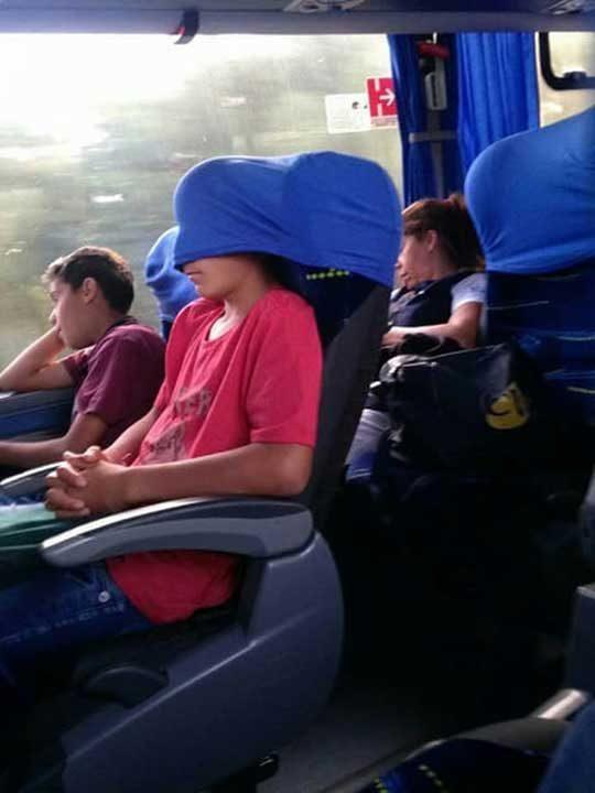 Кой казва, че не можеш да спиш удобно в автобуса?