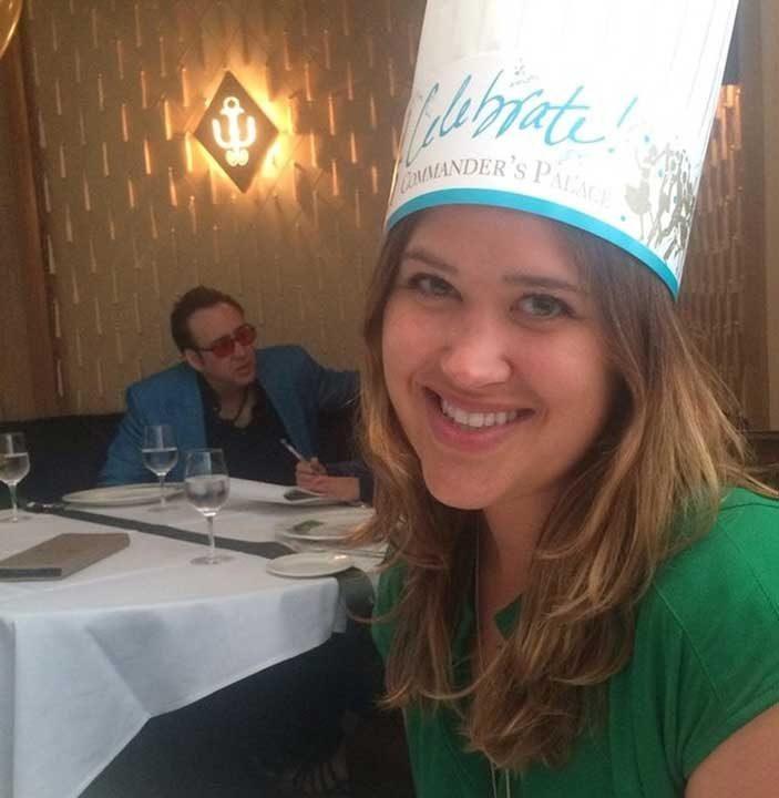 """""""Празнувахме рождения ми ден на ресторант. Фотобомбата, която Никълъс Кейдж направи на селфито ми, беше може би най-добрият подарък"""""""