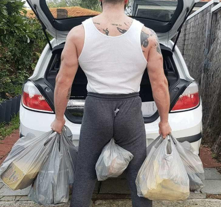 Когато знаеш как да занесеш до колата всички торби наведнъж