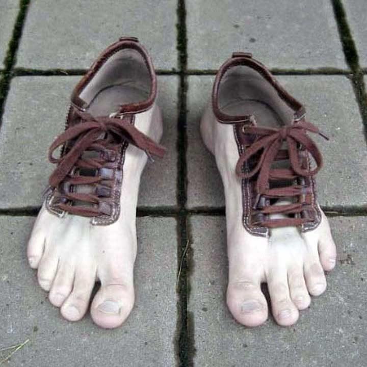 Когато искаш да се разходиш по боси крака, но навън е твърде студено