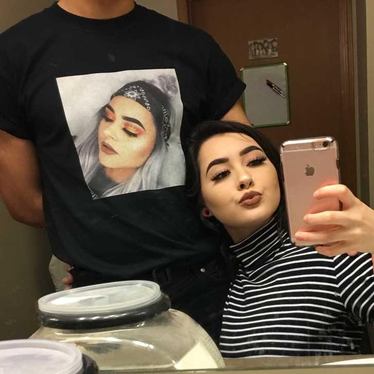 """""""Подарих на приятеля ми тениска с моя красива снимка. Аз съм най-доброто гадже!"""""""