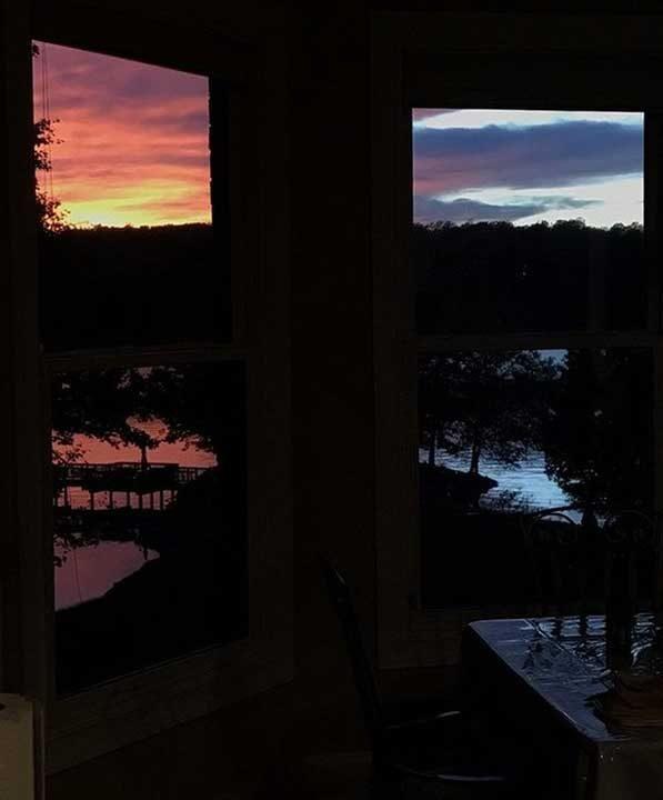 """""""Залезът изглежда като разцепен наполовина от двата прозореца вкъщи"""""""