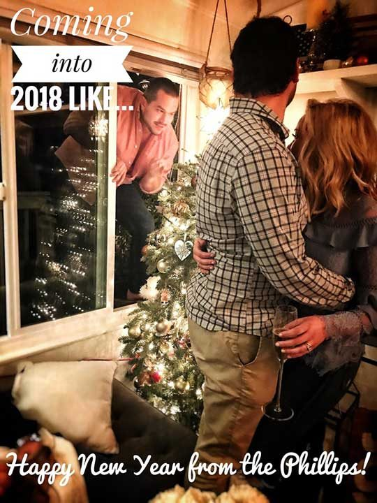 """""""Най-добрият ми приятел реши да влезе през прозореца, точно когато аз и жена ми си правехме новогодишна снимка, която да разпратим на приятелите. Изпратихме я така"""""""