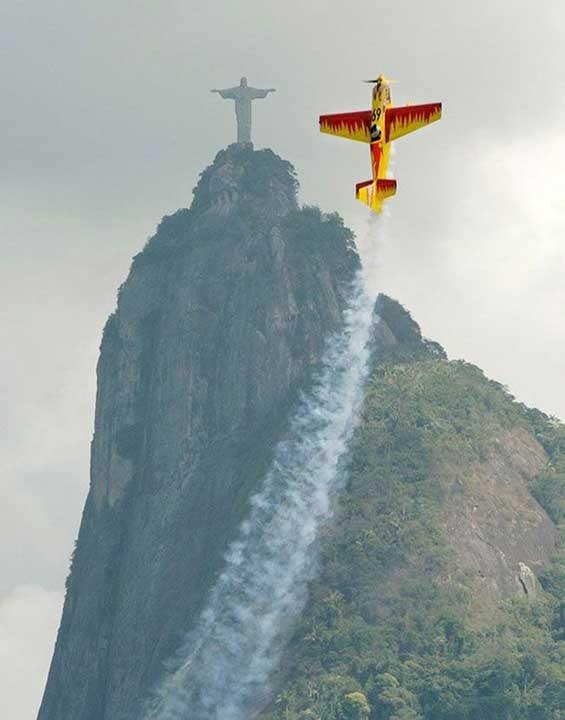 Спираща дъха снимка от авиошоу в Рио де Жанейро
