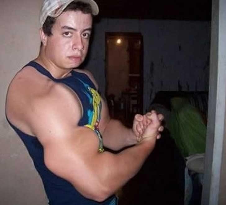 Да, тези мускули изглеждат напълно автетично!