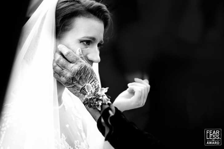 Сватбените снимки могат да бъдат наистина емоционални
