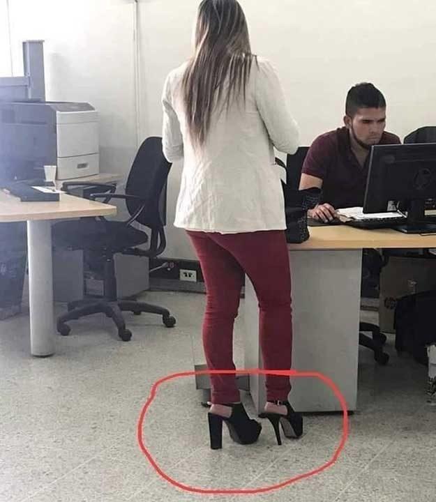 Когато токчето ти се счупи, но имаш резервен чифт обувки на работа
