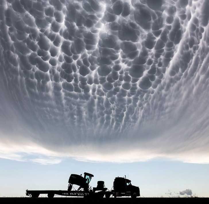 Странни облаци над Канзас, САЩ