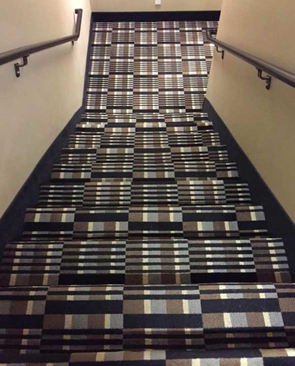 Имаме предизвикателство за теб. Проброй стълбите!