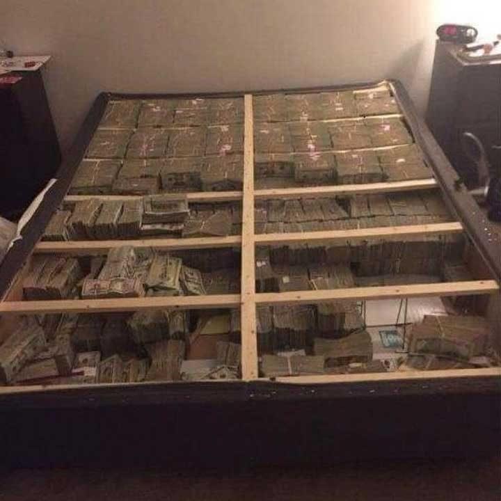 Ето как изглеждат 20 милиона долара под матрака