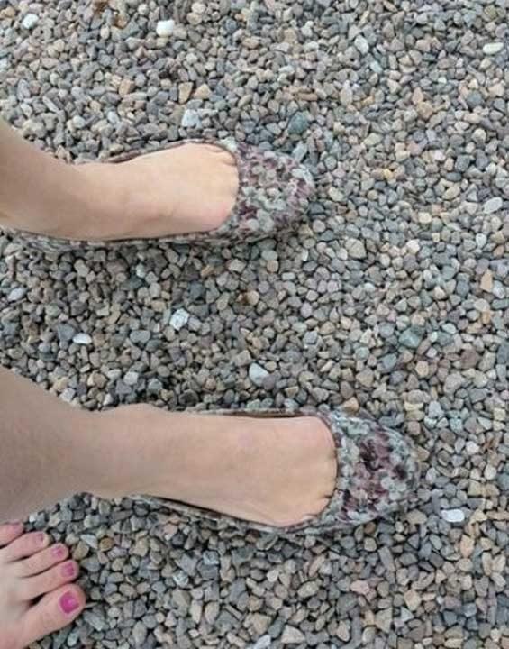 Най-доброто решение, ако искаш да се слееш с камъчетата на плажа