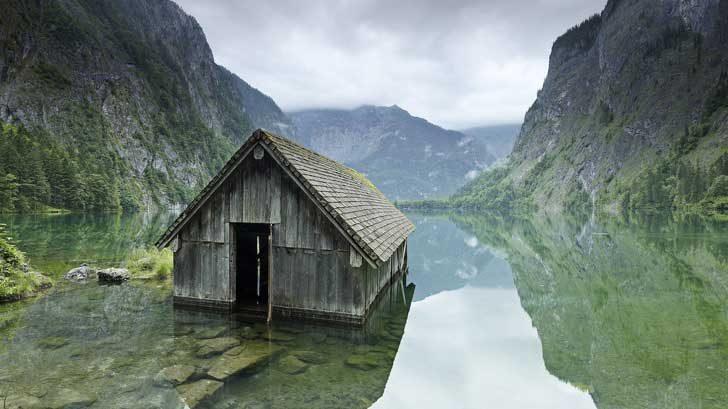 Стара рибарска къща, която живее живота си в хармония с природата
