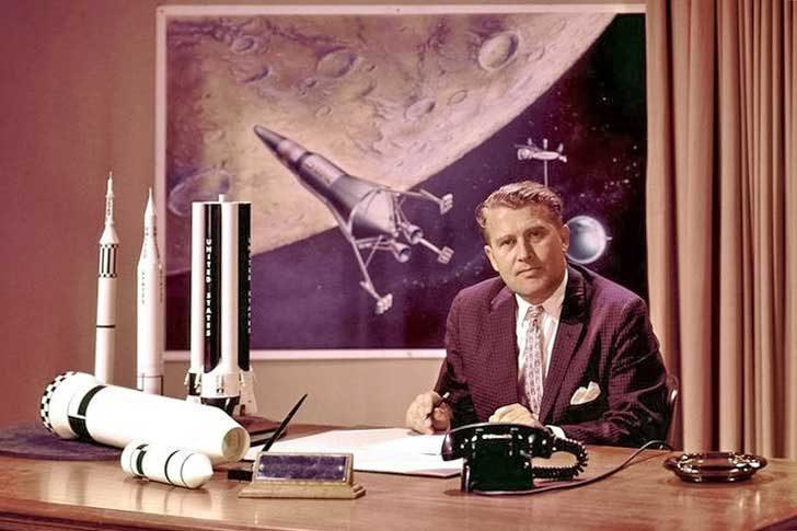 """През 1952 г. Вернер фон Браун пише книга, която се казва """"Проектът Марс"""" и мъж на име Илон е лидер на колонистите"""