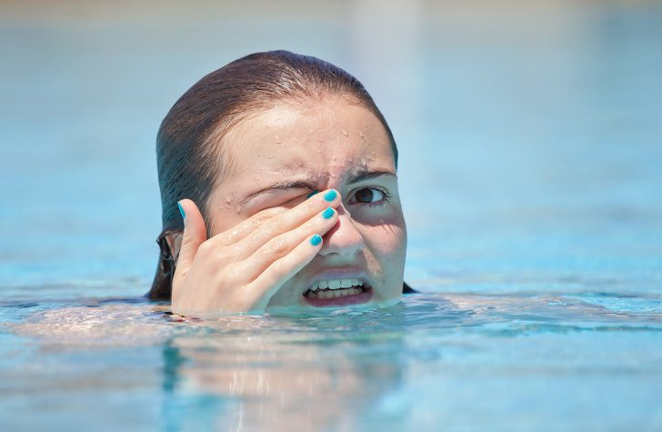 Не хлорът, а урината дразни очите ти, когато плуваш в басейн