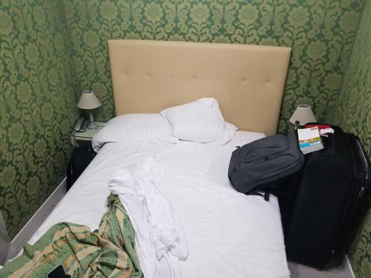 Хотел във Венеция за €380 на нощ. Дали и баните не са общи?...