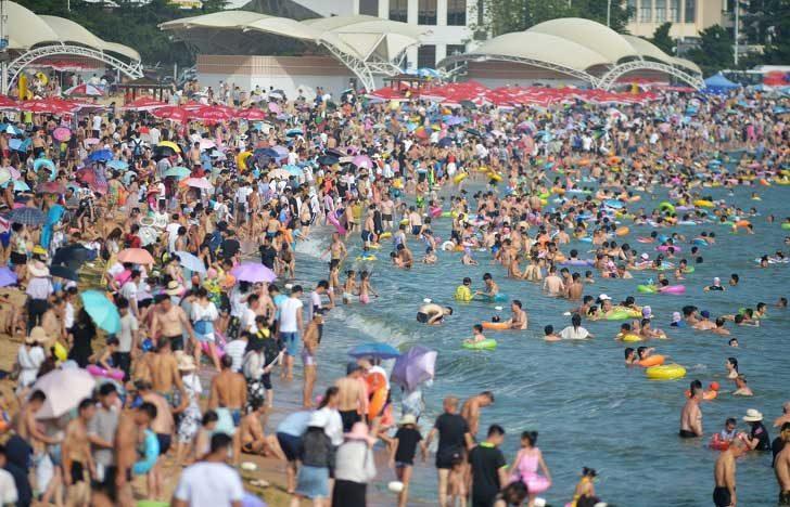 Както всеки знае, населението на Китай е огромно. Ето една снимка от китайски морски курорт