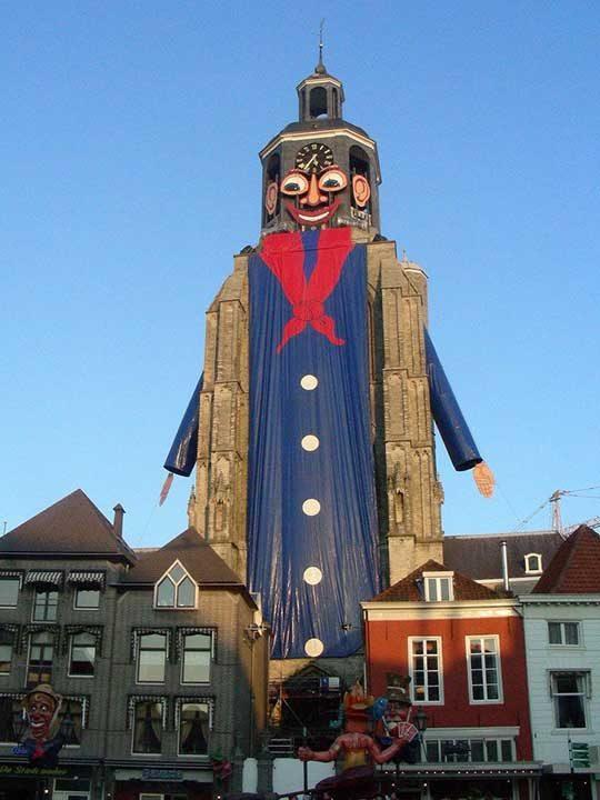"""""""В моя град имаме по-различен карнавал. Всяка година обличаме църквата в специален костюм"""""""