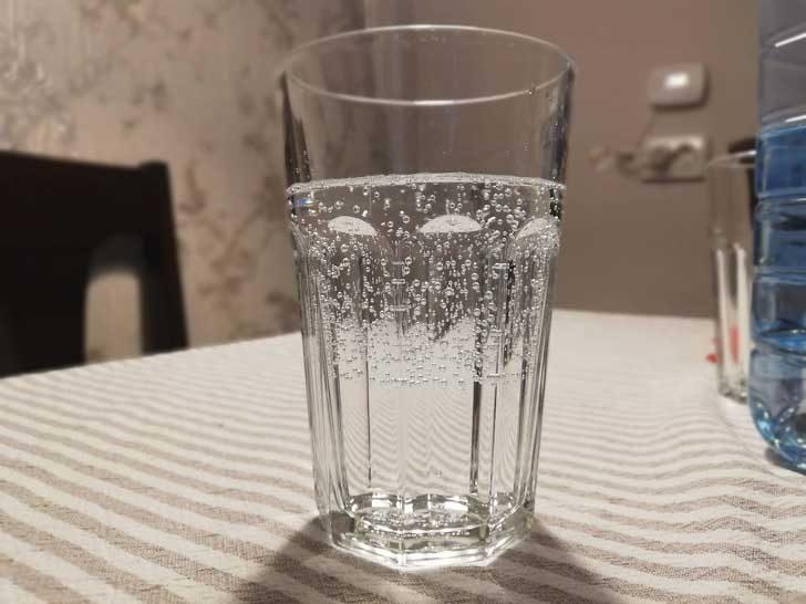 """""""Можете да видите границата между чешмяната вода и газираната вода, която долях в чашата"""""""