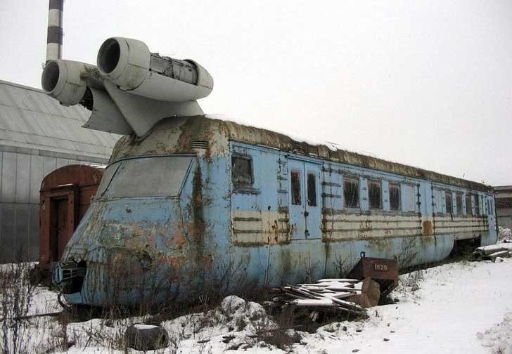 Този изоставен съветски турбореактивен влак