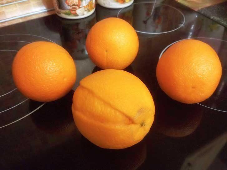 Един корав портокал, носещ своите белези