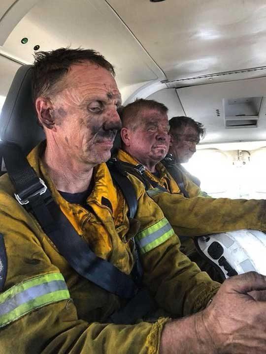 Пожарникари след дълъг работен ден