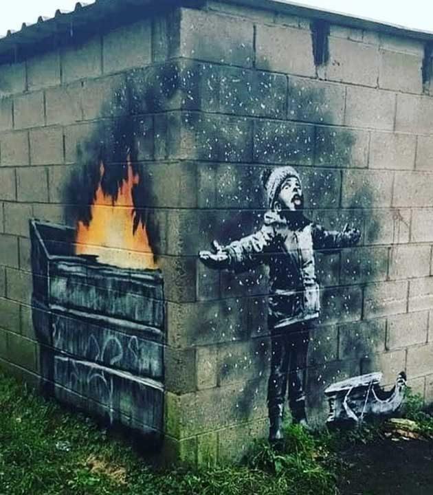 Един от шедьоврите на графитъра Банкси. Преди да осъзнаеш, че това е пепел, си мислиш, че момчето си играе със снежинките