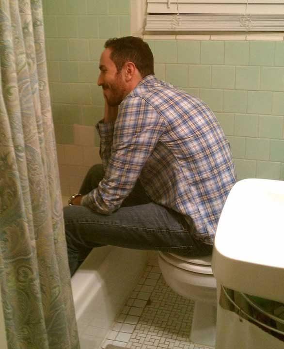 Когато срещнеш поне 3 проблема - проблемът на високите хора, проблемът с малката баня и проблемът с лошия интериорен дизайн