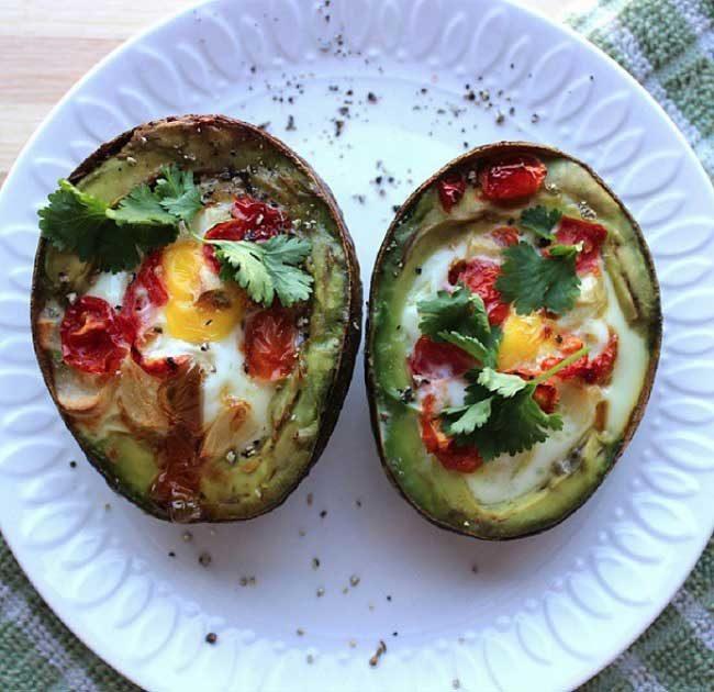 Пържени яйца с авокадо