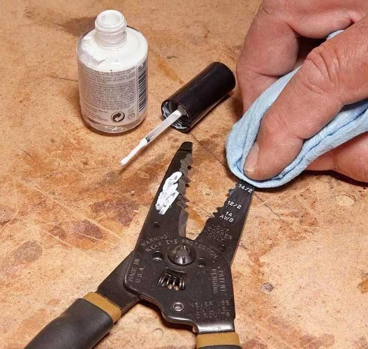 Използвай бял лак, за да направиш маркерите по инструментите по-видими